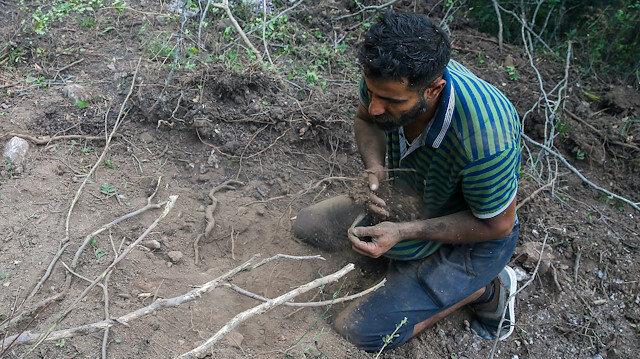 Suriyeli Hasan İzmir'deki yangını söndürmek için avuçlarıyla toprak taşıdı