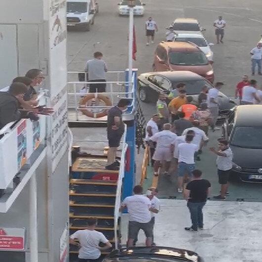 Arabalı feribotta sıra kavgası kamerada