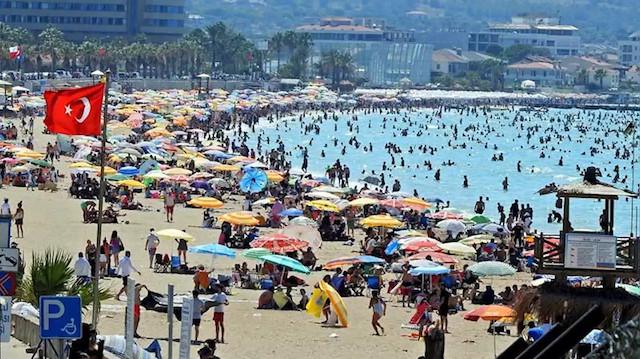 Sağlık Bakanı Koca'dan tatilcilere uyarı: Birinci dalga sahillere indi