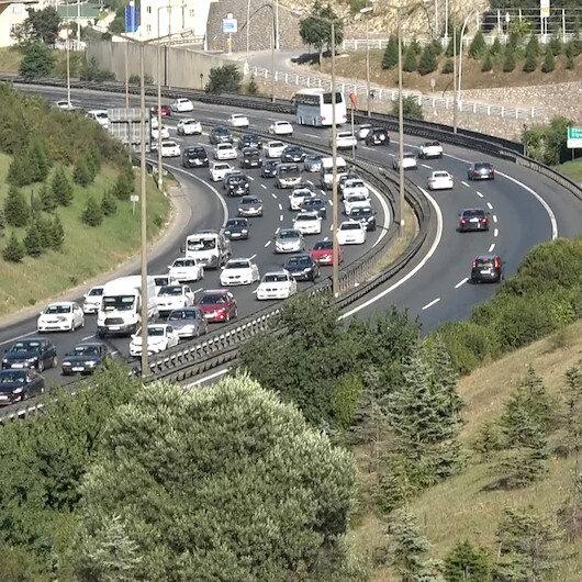Tatilcilerin İstanbula dönüş yolculuğu başladı: TEM Otoyolunda trafik oluştu