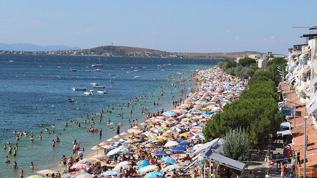 Adada doluluk yüzde 100'e ulaştı: Plajlarda adım atacak yer kalmadı