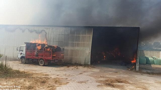 Antalya'da yüzlerce ton hayvan yemi yangında küle döndü