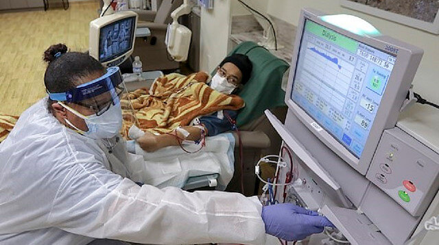 Koronavirüs bıraktığı hasarlara dair yeni bir araştırma: New York'taki bir hastanede Kovid-19 hastalarının yarısı diyalize bağlandı