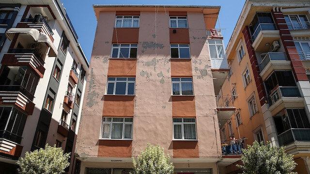 Güngören'de korku apartmanı: Adeta ortadan ayrılacak gibi olan bina çökme riski taşıyor