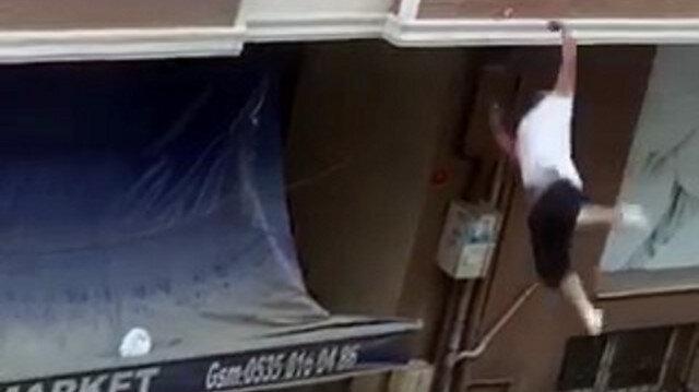 Balkondan kavga ettiği adama tencere atarken dengesini kaybedip aşağıya düştü