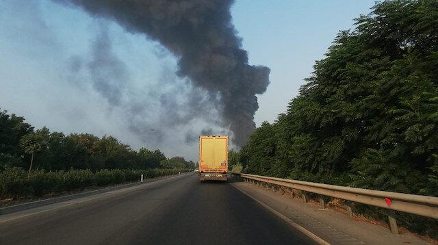 Manisa'daki mobilya fabrikasında büyük yangın: Çok sayıda ekip sevk edildi