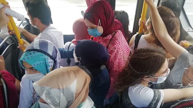 Kocaeli'de halk otobüsünde nefes alacak yer kalmadı: Şoför otobüs tıklım tıklım dolmasına rağmen yolcu almaya devam edince vatandaşlar tepki gösterdi