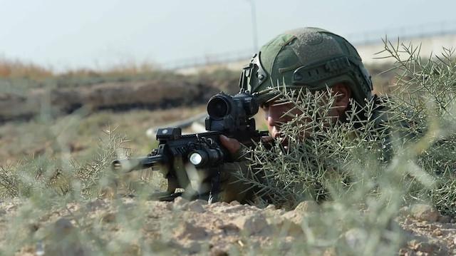 Mehmetçikten PKK'ya bir darbe daha: İki terörist etkisiz hale getirildi