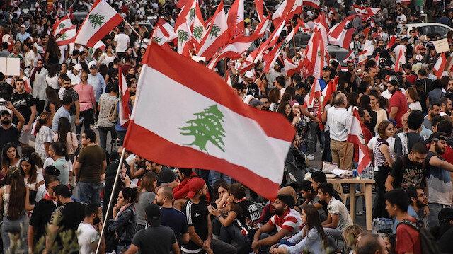 Lübnan'da halk sokaklarda: Gösterilerde bir güvenlik görevlisi hayatını kaybetti