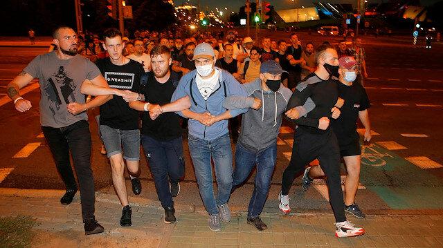 Belarus karıştı: Cumhurbaşkanlığı seçim sonucunu protesto eden göstericilere güvenlik güçleri müdahale ediyor