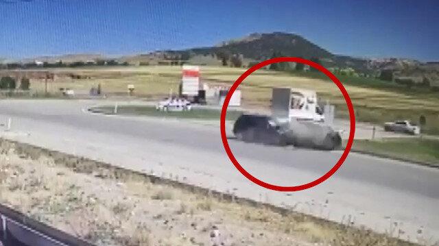 Amasya'daki ölümlü trafik kazası güvenlik kamerasında