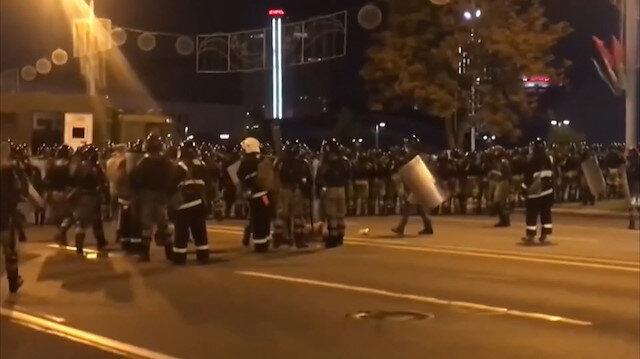 Belarus'ta ortalık savaş alanına döndü: Seçim sonuçlarının ardından sokaklarda çatışma çıktı