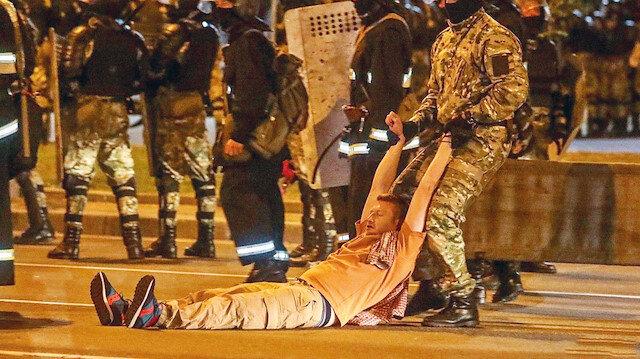 Seçimler bitti sokaklar karıştı: Lukaşenko muhalifleri polisle çatıştı