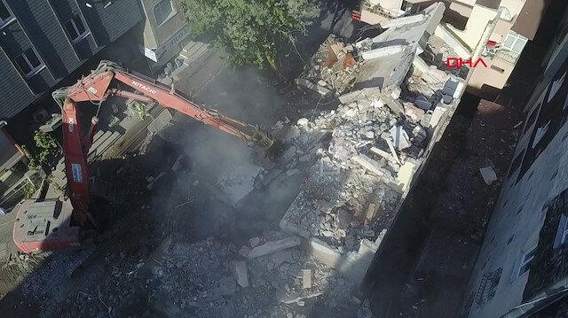 Bahçelievler'de depremden sonra boşaltılan iki bina böyle yıkıldı