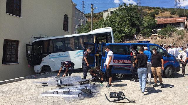 Kocaeli'de askerleri taşıyan midibüs kaza yaptı: Çok sayıda yaralı var