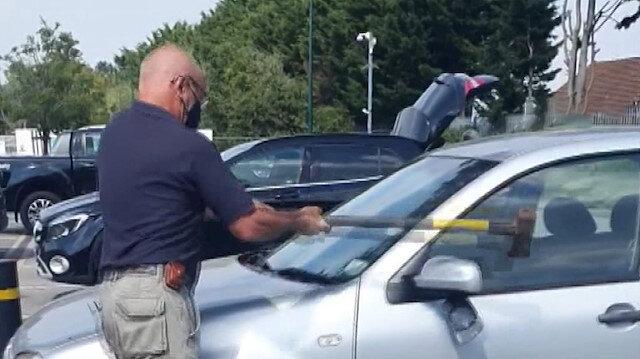 Otomobil içerisinde unutulan köpek, aracın camları kırılarak kurtarıldı