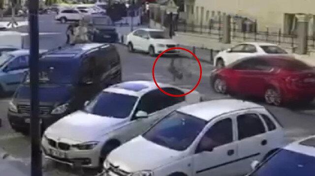 Köpekten kaçan 9 yaşındaki çocuğa araba çarptı: Kaza anı kamerada