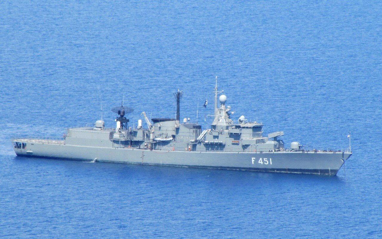 F-451 kodlu Yunan fırkateyni Limnos bakıma götürüldü.