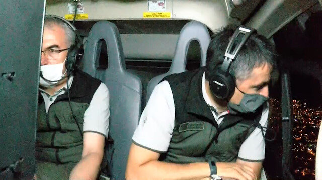 Bakan Pakdemirli Çeşme'de çıkan yangında çalışmaları helikopterden takip etti