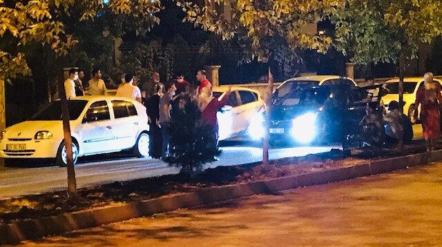 Diyarbakır'da 'pes' dedirten koronavirüs konvoyu: Araçlardan inip halay çektiler