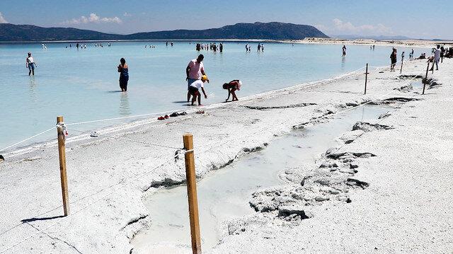 Salda Gölü'nde istenmeyen manzaralar: Derin çukurlar oluştu