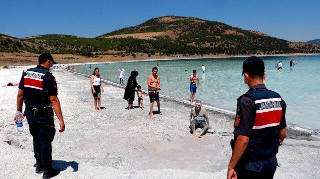 Salda Gölü için önlemler artıyor: Kil alan ve çamur çukurlarına girene 392 lira ceza kesiliyor