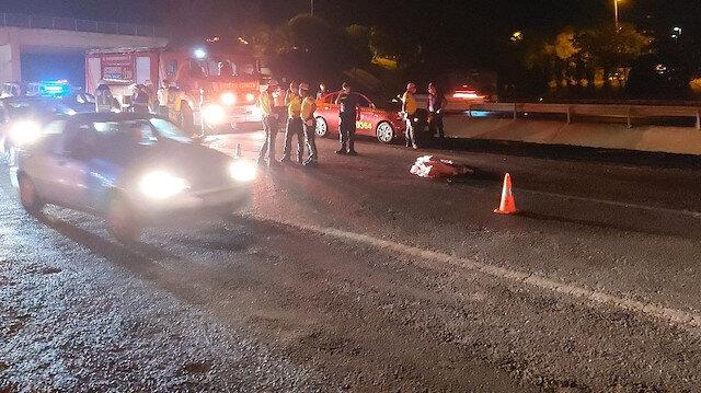 Yolun karşısına geçmek isteyen vatandaşa üç otomobil birden çarptı