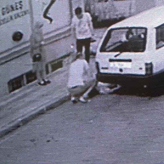 Yolda yürürken kalp krizi geçirerek yere yığılan adamın yardımına vatandaşlar yetişti