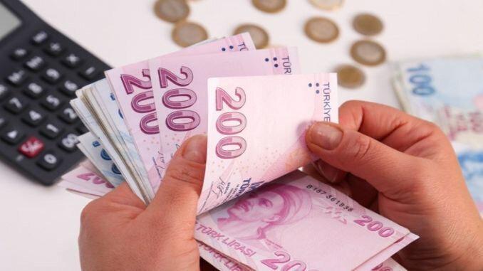 Konut kredisini yapılandırmak isteyen vatandaştan komisyon ücreti alan bankalar var.