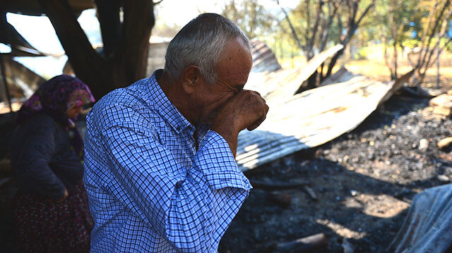 Yangın sonrası evlerine dönen çift gördükleri manzara karşısında gözyaşlarına boğuldu