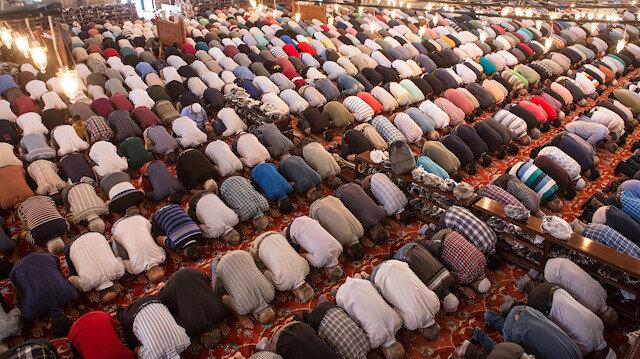 Başka mezhepten olan bir imamın arkasında namaz kılınabilir mi?