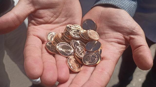 Aracında 51 adet Cumhuriyet altını buldu: Sahibini bulamayınca polise teslim etti