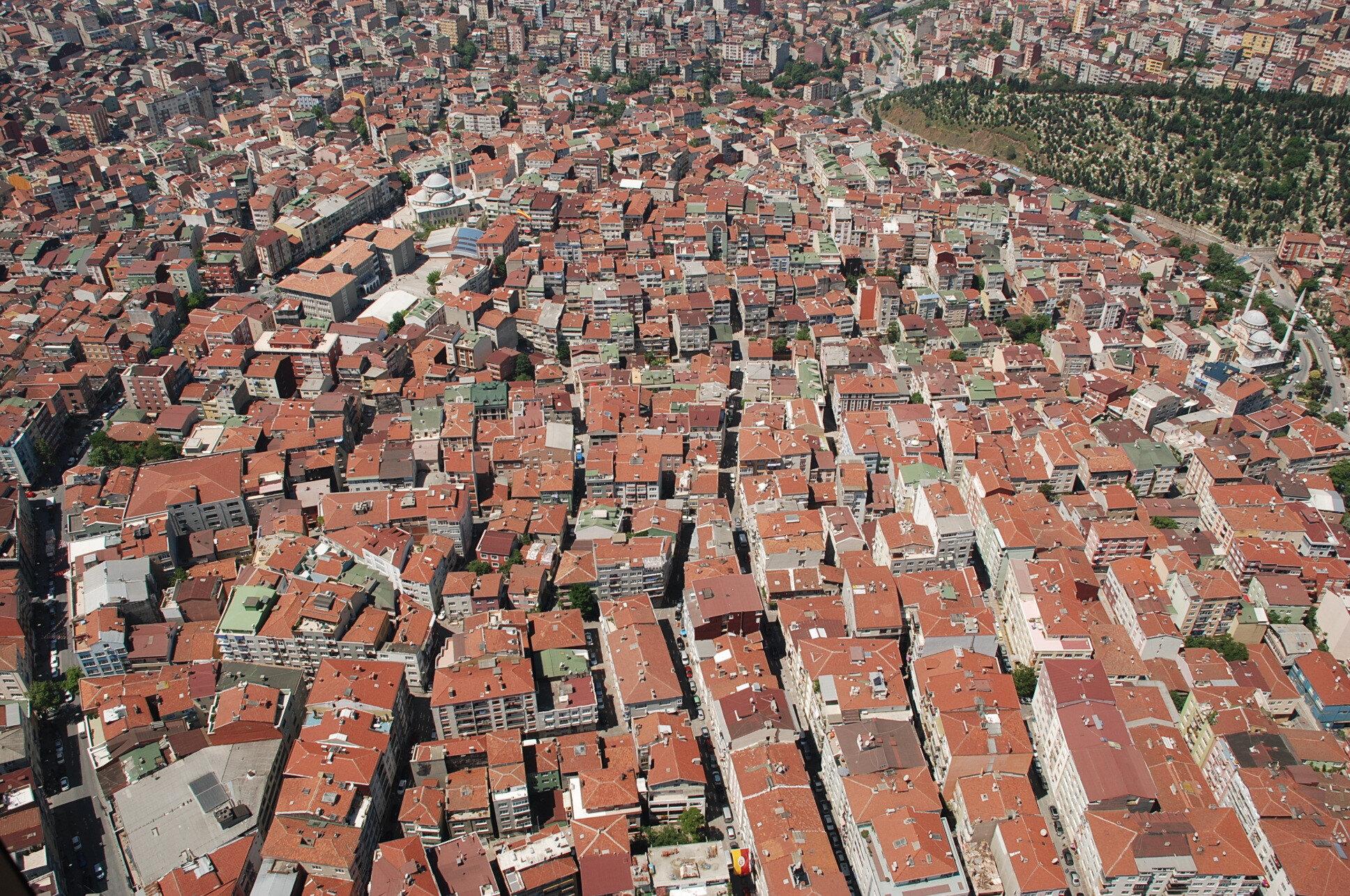 Yapılan araştırmaya göre fay hatları üzerinde 100 bin binanın olduğu belirtiliyor.