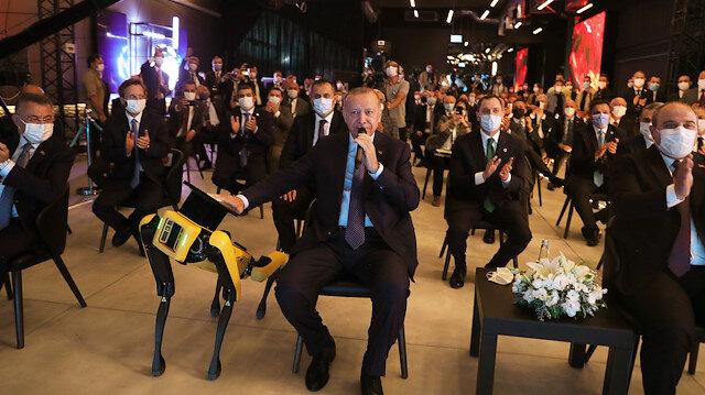 Cumhurbaşkanı Erdoğan Teknoloji merkezinin açılışını robotla yaptı