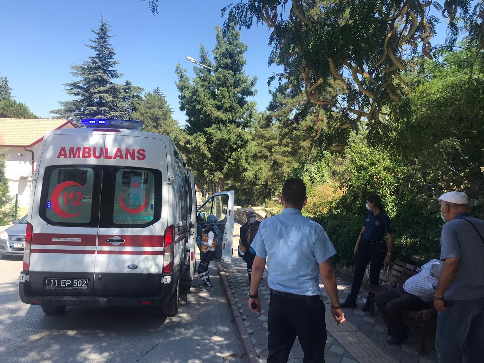 Ambulansla hastaneye kaldırılan Kalaycı, tedaviye alındı.