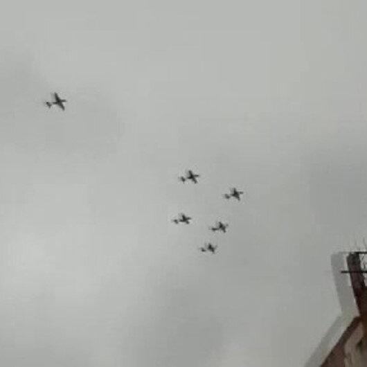 Fransız uçakları Beyrut semalarına Lübnan bayrağı çizdi