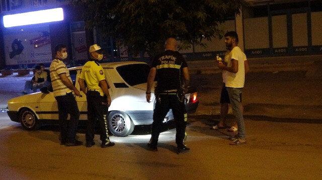 Polis her yerde o aracı arıyor: Uygulamaya girmemek için polis motosikletine çarpıp kaçtı