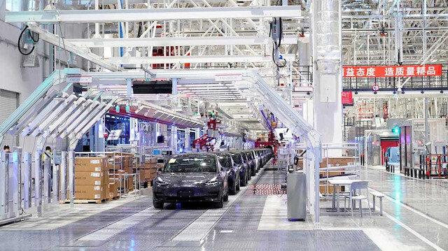 Tesla, yayınladığı kısa videoda Çin'deki fabrikada Model 3 üretimini gösteriyor