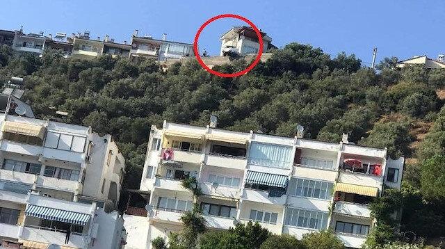 Bursa'da kaza yapan araç uçurumun kenarında kaldı: Şoförün mucize kurtuluşu