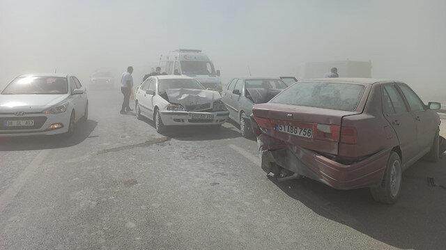 Konya-Aksaray yolunda kum fırtınası nedeniyle 2 zincirleme kaza oldu