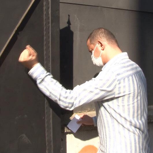 Kağıthanede KPSS'ye geç kalan vatandaş demir kapıyı yumrukladı
