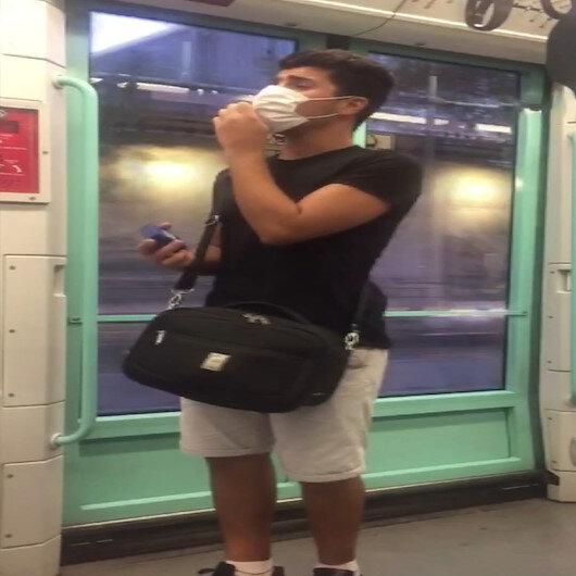 Bağcılarda tramvayda söylediği yabancı şarkıyla yolcuları şaşırttı