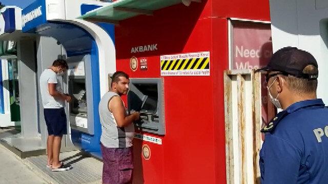 Maske uyarısında bulunan Emniyet Müdürü Toygun'dan ATM'de para çeken vatandaşa: 1000 lira fazla çek