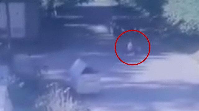 Beykoz'da yola hızla çıkan bisikletli çocuğa otomobilin çarpma anı kamerada