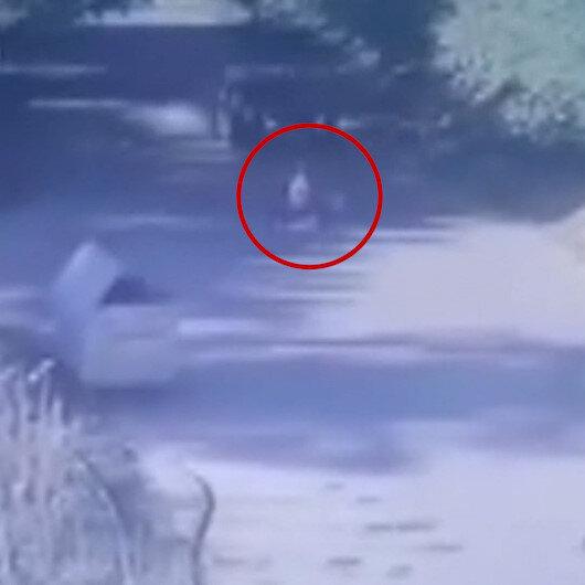 Beykozda yola hızla çıkan bisikletli çocuğa otomobilin çarpma anı kamerada