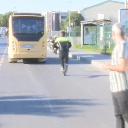 Bakırköyde fazla yolcu alan minibüs şoförü makas atarak polisten kaçmaya çalıştı