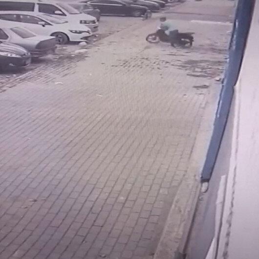 Bursada güpegündüz motosiklet hırsızlığı güvenlik kamerasına yansıdı