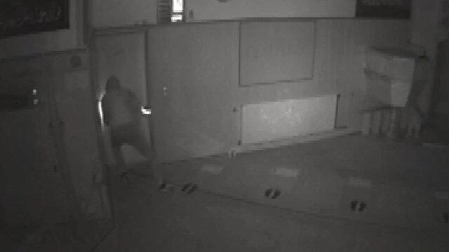 Almanya'da camide soygun anı güvenlik kamerasında