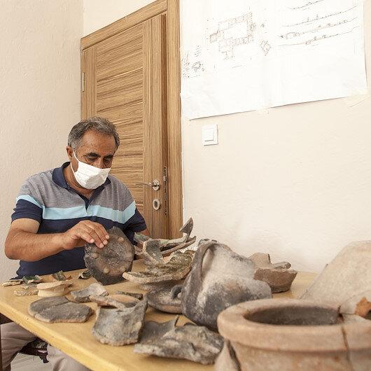 Ahlattaki İç Kale kazılarında 5 bin 200 yıllık seramik parçaları bulundu