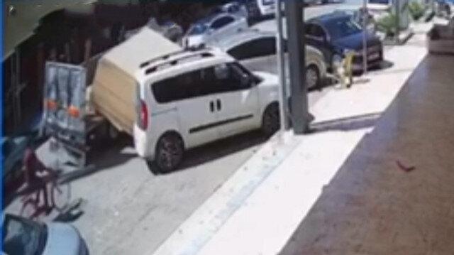 Bursa'da kamyonet kasasındaki 5 tonluk sunta park halindeki araçlara ok gibi saplandı